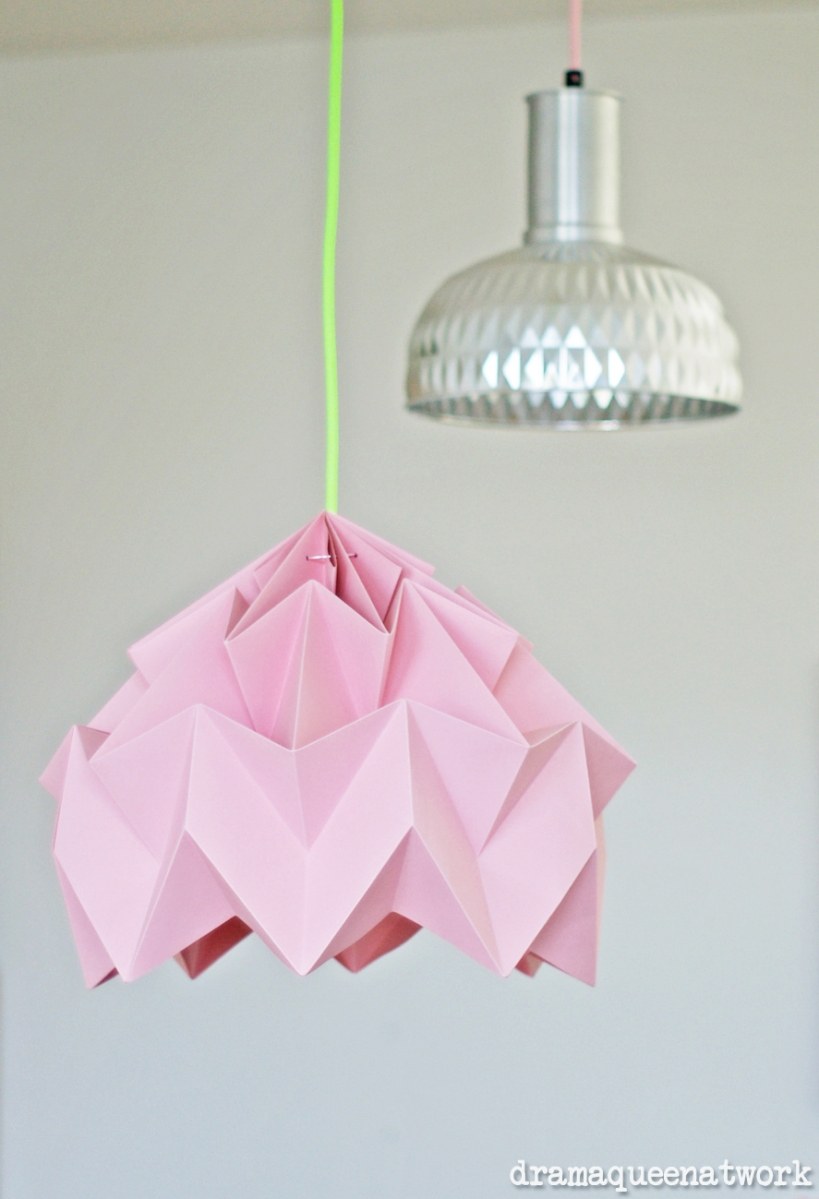 plissee die lampen dramaqueenatwork. Black Bedroom Furniture Sets. Home Design Ideas