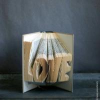 3D Book Art - Wörter in Bücher falten